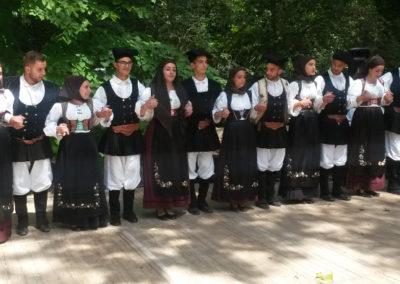vystupenie miestneho folklorneho suboru